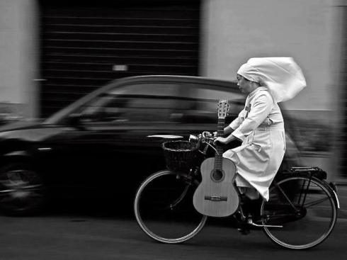 """Monja ciclista"" by Lida Chaulet. Italia"