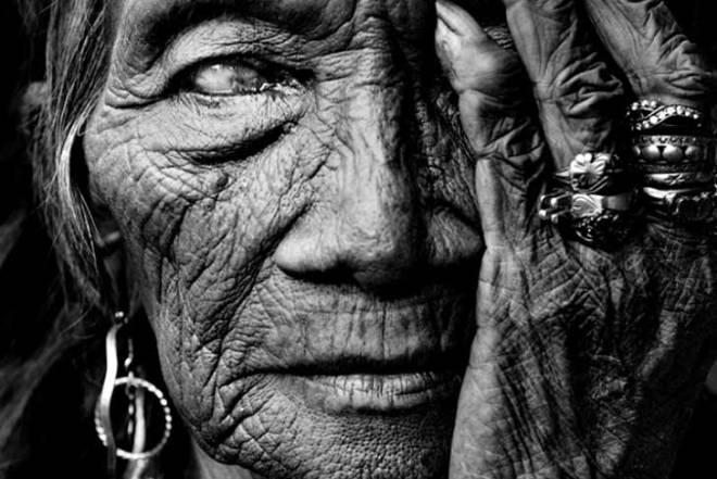 "2010 ""ROSALINDA"" photography by © Manny Librodo"